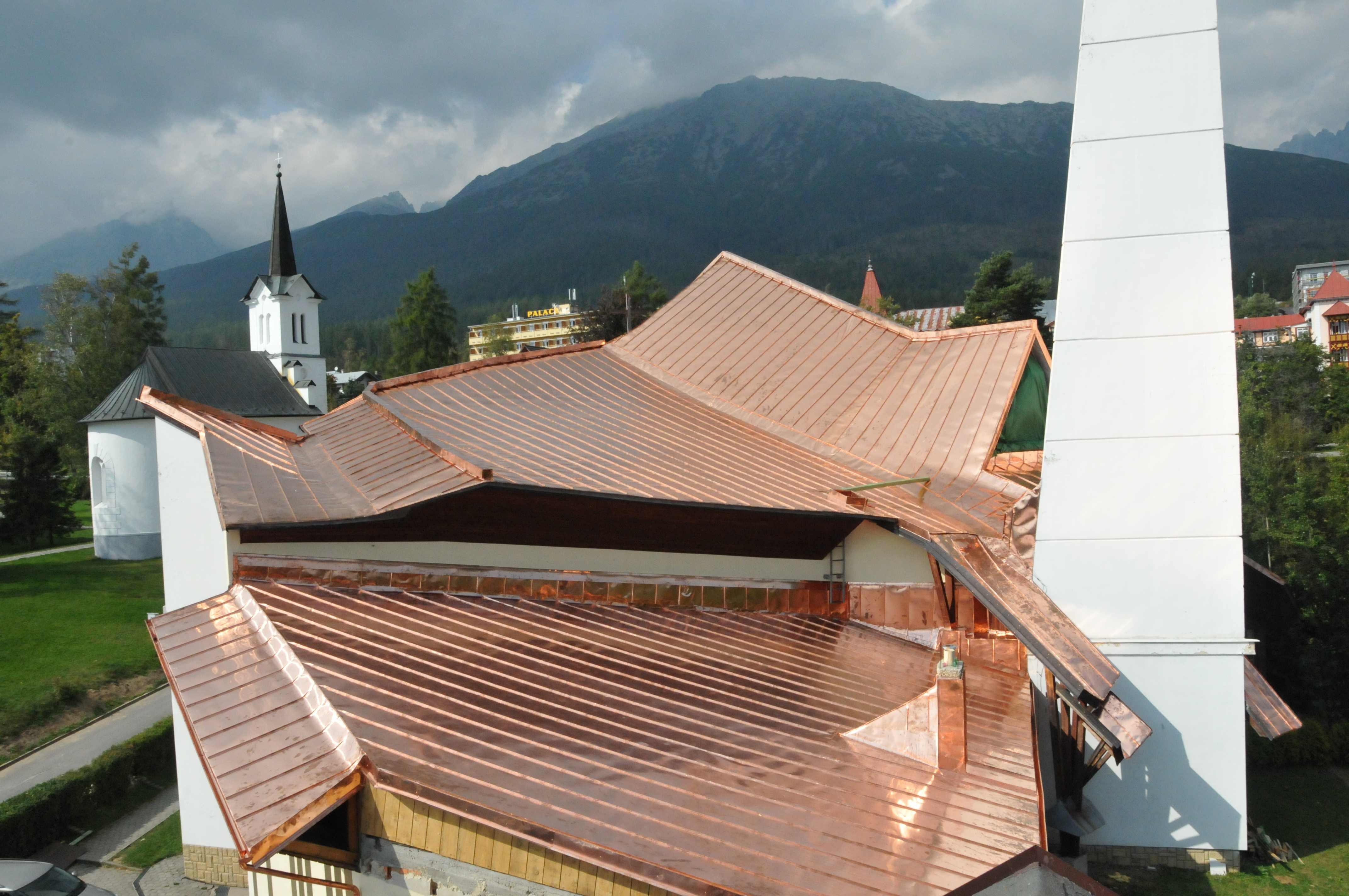 NOVÝ SMOKOVEC – Kostol sv. Petra a Pavla; Strecha