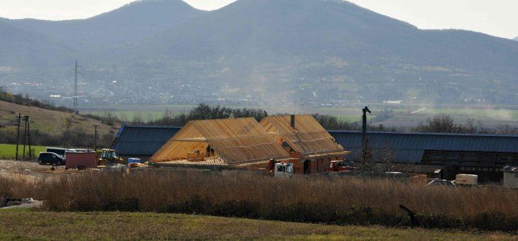 Malá Bara – Realizácia strechy nad budovami reštaurácie a wellness